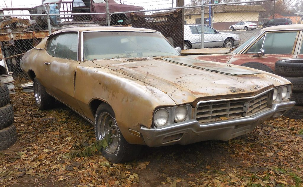 1970 Buick Skylark Custom 2 dr hardtop   350 V-8 4 barrel, power steering and brakes, factory A/C complete and original but not running.  $1,950  n-447
