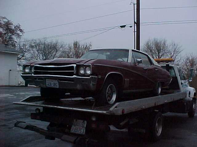 1969 Buick Skylark 4 dr H/T, no engine or trans ,nice red interior great parts car.  n-333