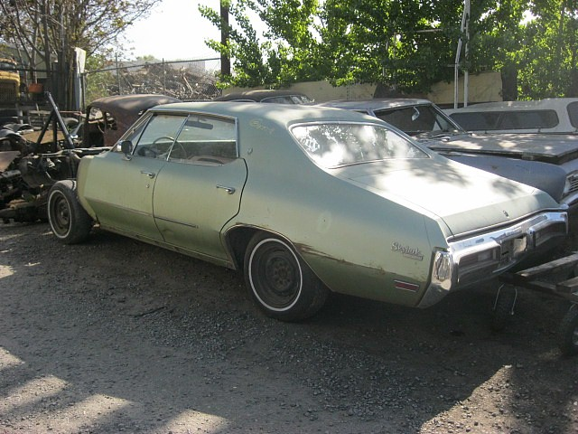 1972 Skylark 4 dr H/T  350 Automatic, PS, PB, Factory A/C.   Parts Car.  n-367