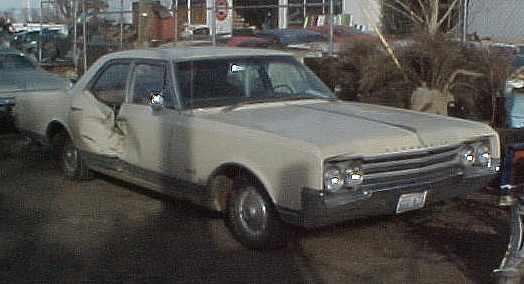 1965 Olds Delta 88 - 4dr sedan, 425 cid, TH400, PS, PB, tilt, 118k original miles, runs/drives great, RH body damage.   n-032