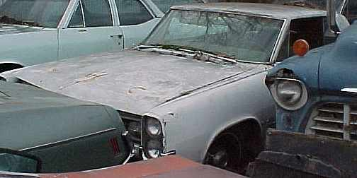 1964 Pontiac Grand Prix - 389, rebuilt TH400, PS, PB, 8 lugs, buckets, console, not running.  Parting out. n-184