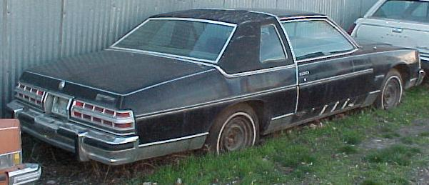 1979 Bonneville Brougham 2dr 400 turbo 350 trans loaded complete w skirts. Straight body. Engine knocks. $975  n-193