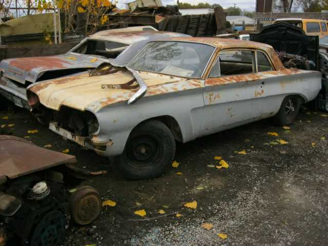 1961 Pontiac Tempest/Lemans 2 door sedan Slant 4 cyl, auto, Bucket seats, nearly complete, will part out.  n-337