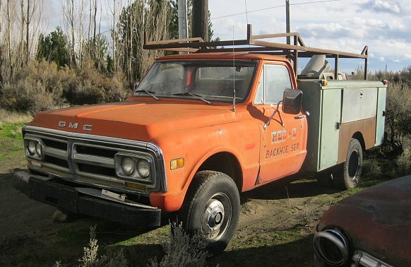 1971 GMC One ton 4x4  Goodwrench 350 V-8, auto, Power disc brakes and steering, tilt, factory tach, Utility box.  $2,500  n-402