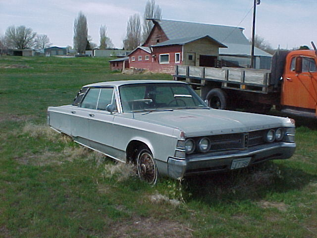 1966 Chrysler New Yorker 4 door H/T  440 V-8, automatic, PS, PB, PW, straight, complete and runs.    $2,250  n-436