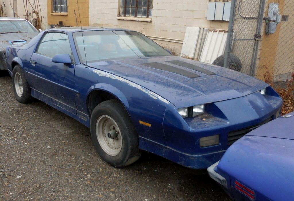 1989 Camaro RS  No engine or trans, otherwise complete. Nice straight body, not rusty, custom wheels.    $1,000  n-462
