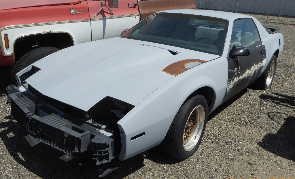 1987 Firebird Formula 350, one owner, 87,000 miles, Tuned Port fuel injection, 700R4 automatic, straight, not rusty, needs paint and assembly. $2,000   n-518