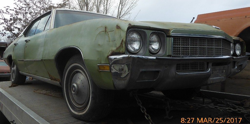 1972 Skylark 4 dr H/T  complete, originall 350 V-8. Ratty but restorable $1,600 or will part out. n-530