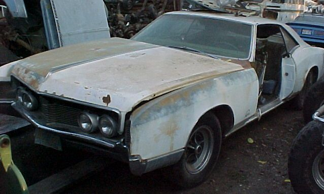 1966 Buick Riviera Optional 425 engine.  Nice body and trim.  Missing left door and carburetor.  Strato bench; no A/C.  n-236