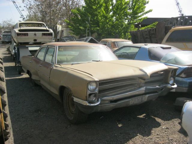 1966 Pontiac Star Chief Executive  4 door wrecked in front, no engine or trans, lots of good parts   Parts car.  n-358