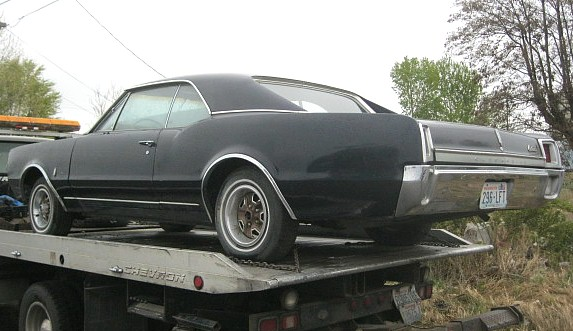 1967 Olds F/85 2 door hardtop, 330 V-8, automatic PS, PB nice body and interior, obvious front end damage.   $1,300 as is, $2,000 with parts.  n-411 Sorry, this one is sold!