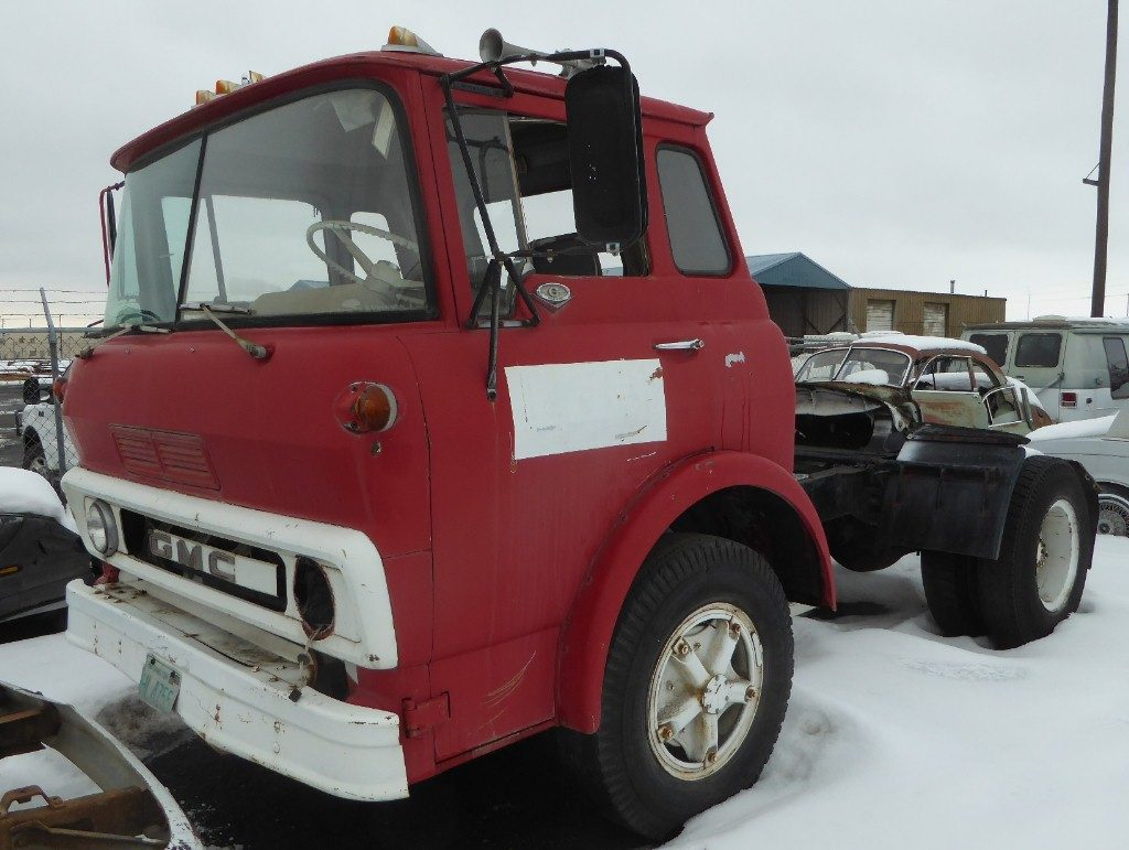 1966 GMC cabover short wheelbase tractor 401 cubic inch V-6, 5 speed manual, air brakes. Runs good, straight, not rusty has 5th wheel and pintle hitch $2,750 n-521