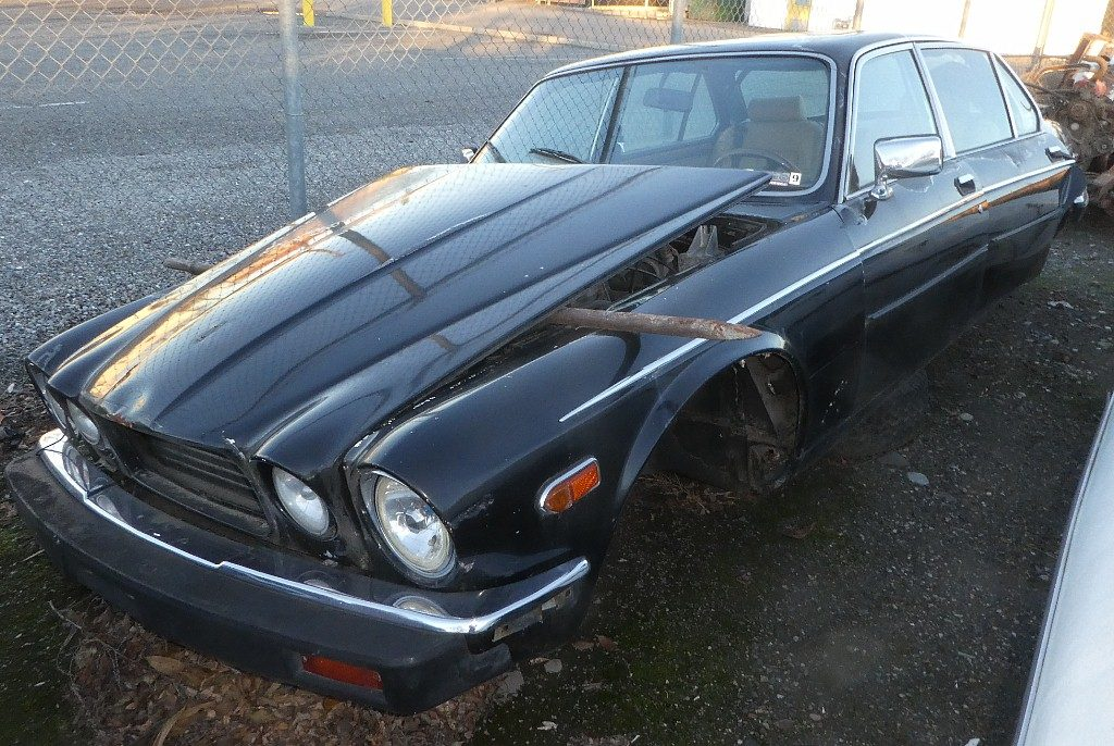 1986 Jaguar Vanden Plas 4 dr sedan. All suspension components are gone but low mileage V-12 engine and trans remain. Nice straight body panels and chrome trim, nice dash and interior parts. Will sell complete for $1,200 or will part out.  n-539