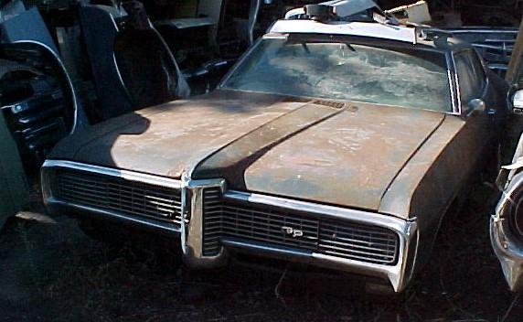 1968 Grand Prix - Black bucket seat , console interior, 400 4 barrel , T-400, PS, PB , 8 track ,complete all  original, not running   $2,250 n-204a